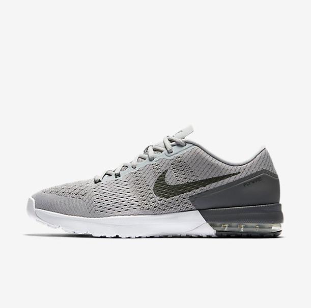 Sommer of Sports Flash-Sale bei Nike mit bis zu 50% Rabatt auf Performance-Artikel für Damen, Herren und Kids, z.B. NIKE AIR MAX TYPHA für 54,99€ statt 83€ *UPDATE*
