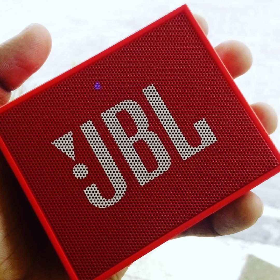 JBL Go Wireless Bluetooth Lautsprecher (3,5mm AUX-Eingang, geeignet für Apple iOS und Android Smartphones, Tablets und MP3 geräten) rot für 17,-€ Versandkostenfrei