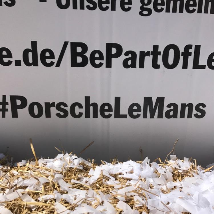 Freibier im Porschemuseum Stuttgart Zuffenhausen
