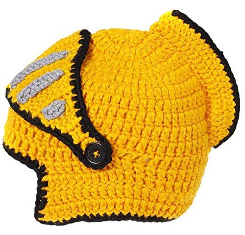 Kindermütze im Helm Design.