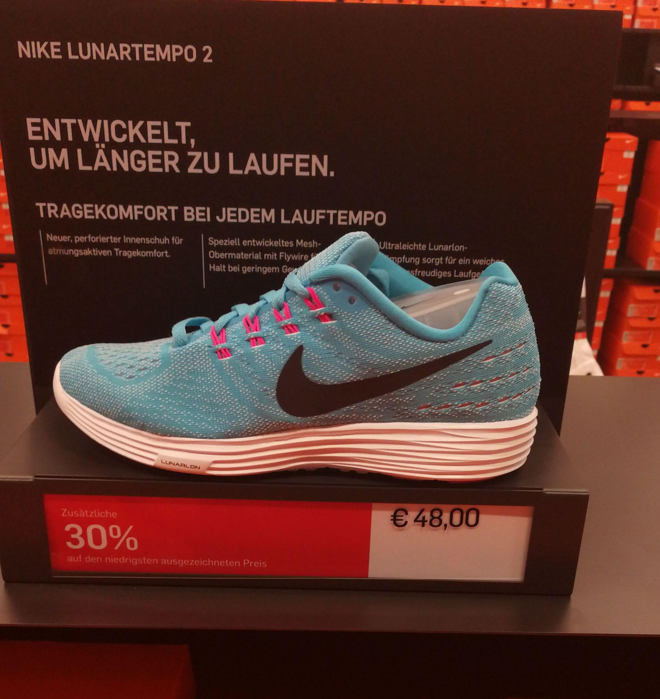 Nike Outlet Center Herzogenaurach. 30% extra auf alle Schuhe! (auf den niedrigsten ausgezeichneten Preis)z.B. Lunartempo 2 für 33,60€
