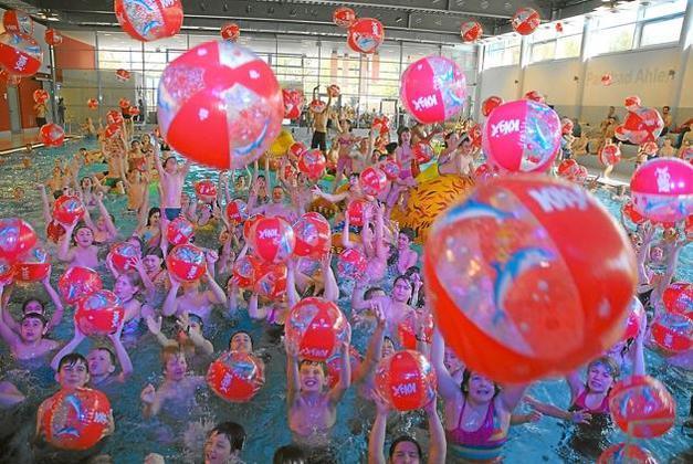 """Wasserball """"MÖMAX 4 YOU"""" (max. 2 Stück pro Person) für lau @ mömax offline"""