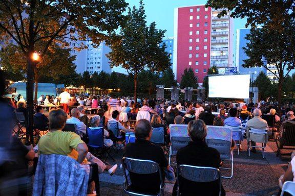 [Lokal Berlin] kostl. Freiluftkino und Livemusik - Hellersdorfer Balkonkino 21.07.2017-11.08.2018