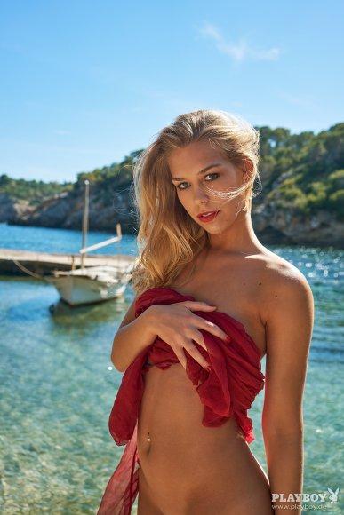 [Playboy] 82 Bilder von Charlotte Gliszczynski als Gratis-Download