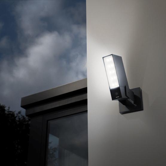 Netatmo Presence IP Nachtsicht-Kamera mit Bewegungserkennung und integriertem LED-Flutlicht