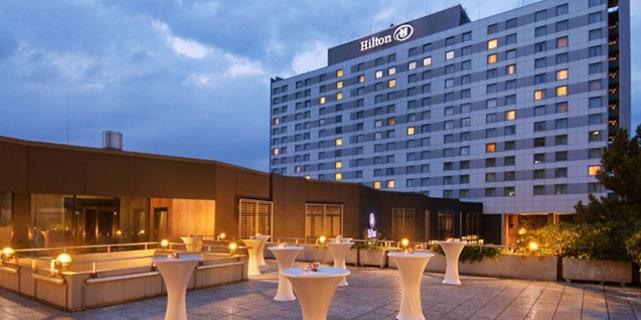 Hilton Düsseldorf : 2 Übernachtungen – statt 380,00 € für 189,00 € im  Doppelzimmer für 2 Personen inkl. Frühstück & Parken u.v.m über Daily Deal