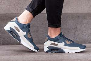 Superleichte NIKE Air Max 90 2.0 Essential in Blau (Gr. 41-47) für 79,99€ statt 119€