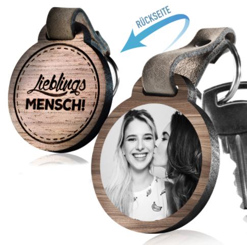 Schlüsselanhänger mit personalisierter Fotogravur aus Echtholz & Aluminium für 25,90€ statt 39,90€ versandkostenfrei bei schenkyou.de
