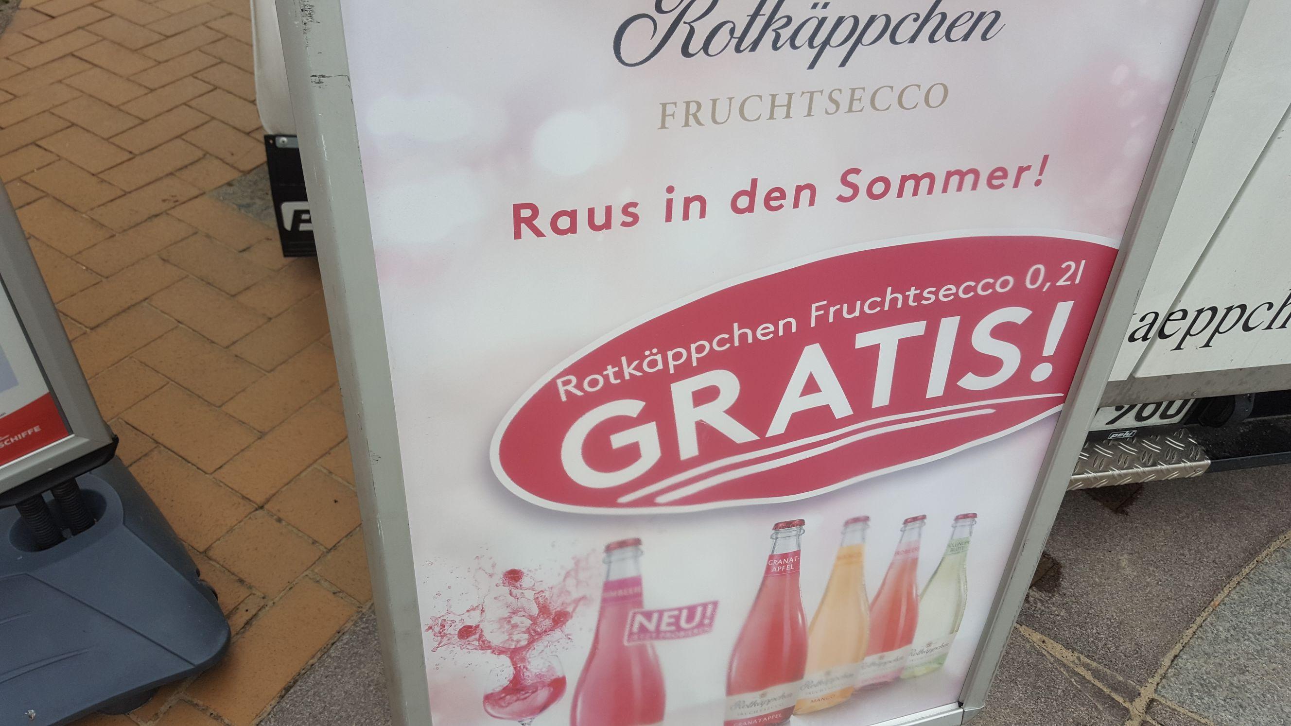 Rotkäppchen Fruchtsecco gratis in Göhren an der Strandpromenade.