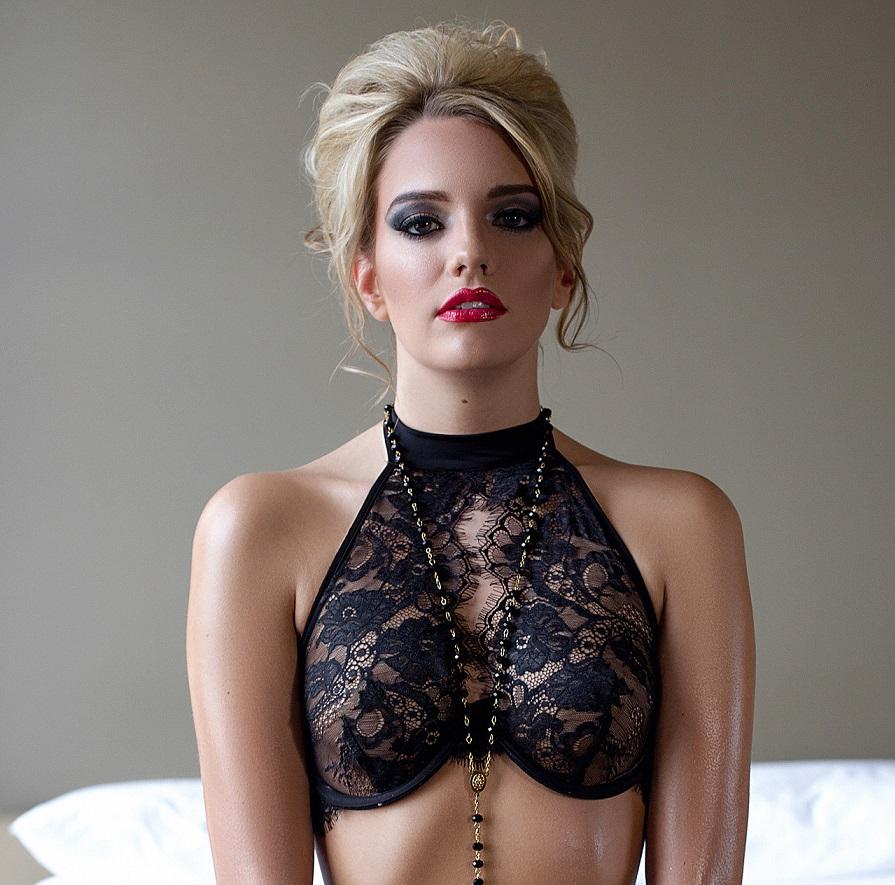 [Playboy] 170 Bilder von Kenna James als Gratis-Download