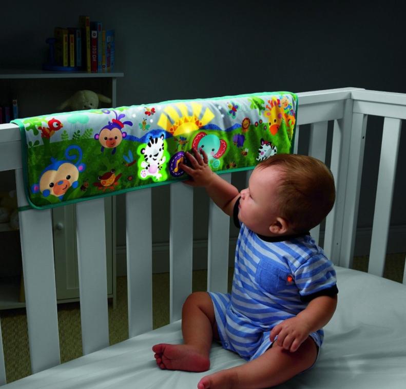 Fisher Price Rainforest Spielmatte fürs Kinderbett mit Musik, Naturgeräuschen und Licht