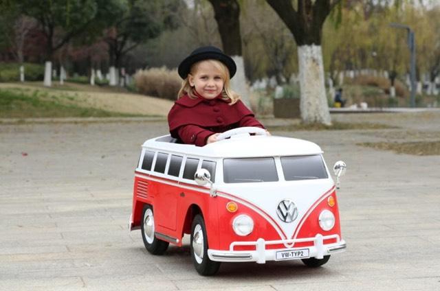 Joka Elektroauto VW Bulli T 2 mit Scheinwerfern und gummierten Rädern, Farbe rot/weiß