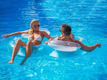 Tropical Island: 2 Tage Urlaub inkl. Frühstück & Übernachtung für 2 Personen & Kind bis 5 Jahre für 88€