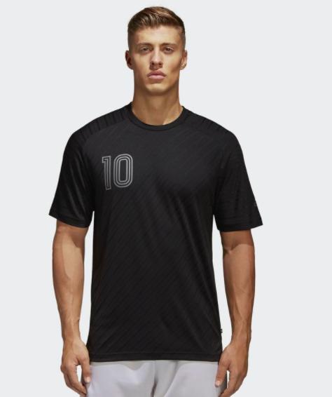50% Rabatt auf Fußballschuhe und -Kleidung im adidas Outlet + gratis Versand