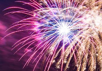 45% Rabatt: Silvesterfeuerwerk für 120€ statt 220€! Pyro-Paket mit Batterien, Bengalos etc
