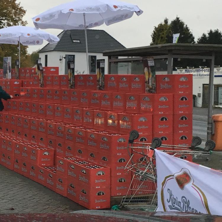 Lokal Marktkauf Voerde, Köpi 3 Kästen 28,50 plus Köpi Wintermütze