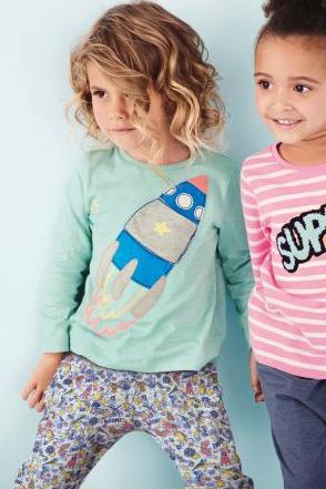 Kinderkleidung im Sale bei Next - z.B. Jeans für 6€, Raketenshirt für 6€ - ab 30€ versandkostenfrei