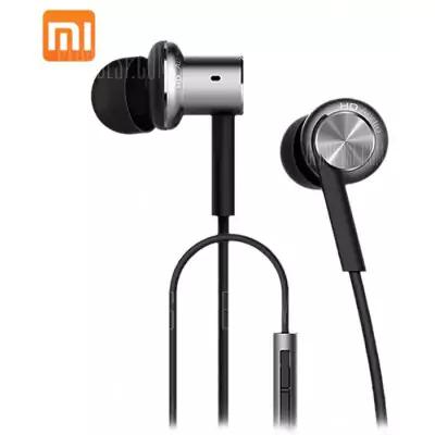 Xiaomi Mi Hybrid In-Ear Kopfhörer.