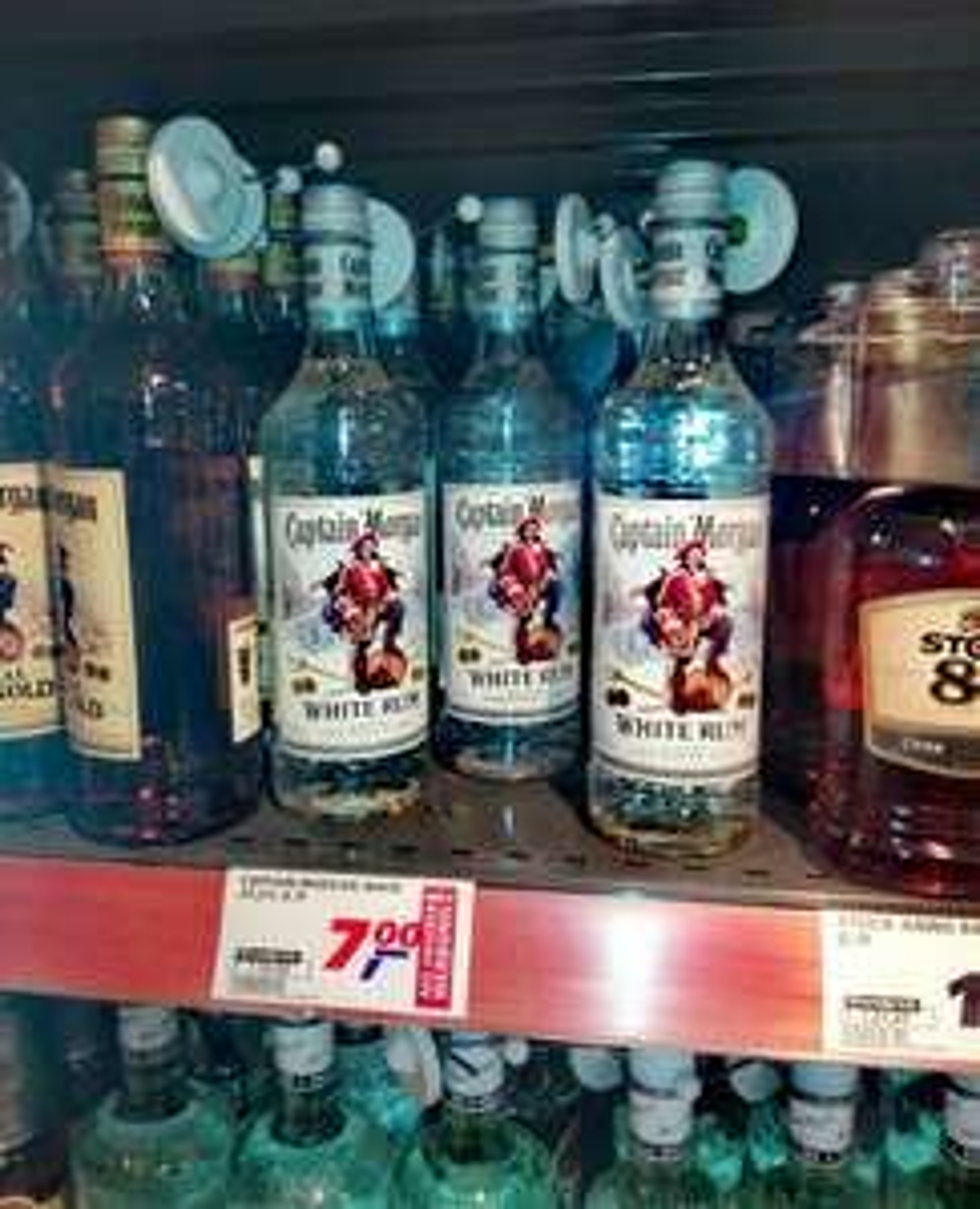 LOKAL REAL Berlin Spandau Captain Morgan White Rum 0,7l 37,5%