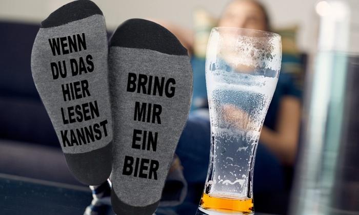 """Socken mit """"Wenn du das hier lesen kannst, bring mir ein Bier"""""""