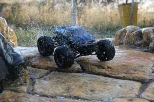 High Speed Racing Supersonic Monster Truck (42 km/h)