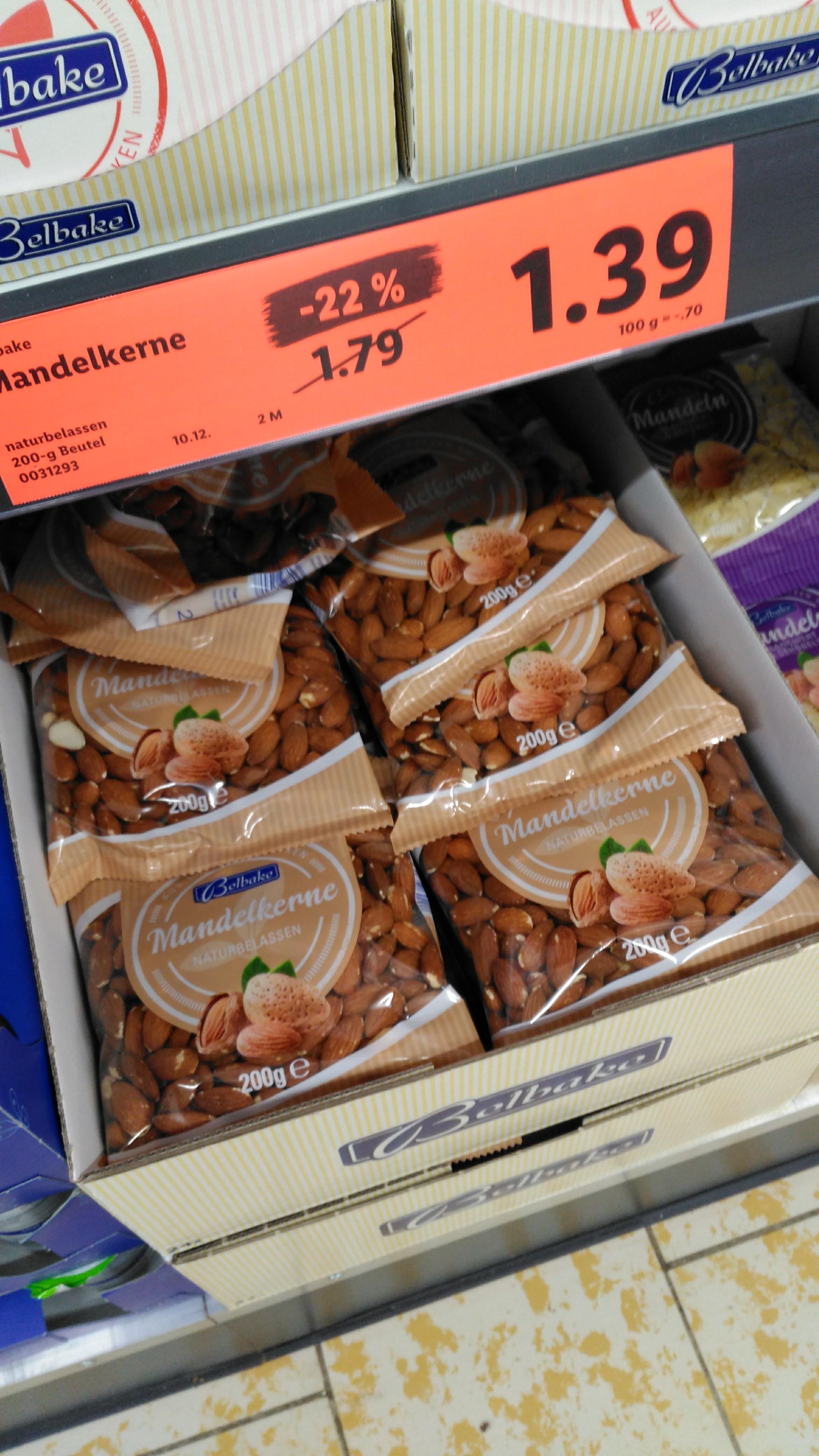 [Lidl, offline] Mandeln, ungeschält, als 200-Gramm-Packung 1,39 statt 1,79 € (- 22 %), bis 10. 12.