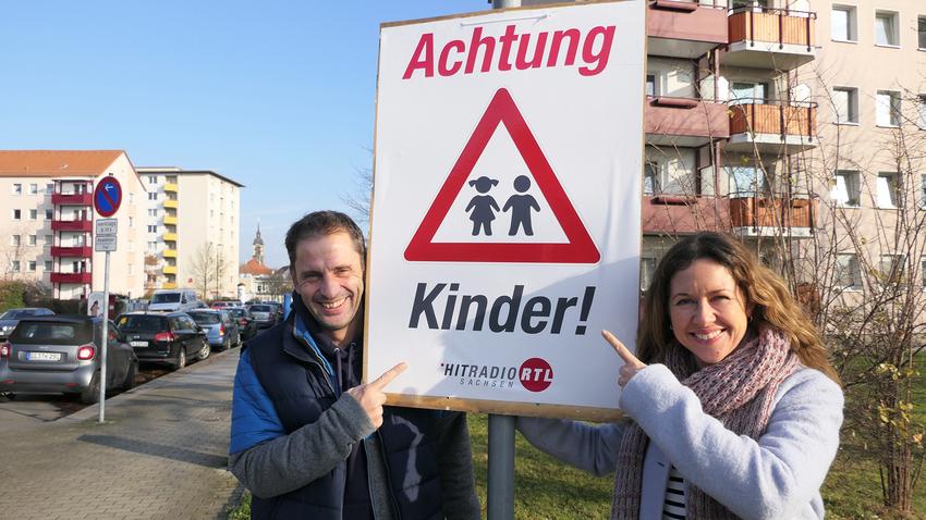 "Gratis ""Achtung Kinder"" - Plakate in Sachsen bei Hitradio RTL"