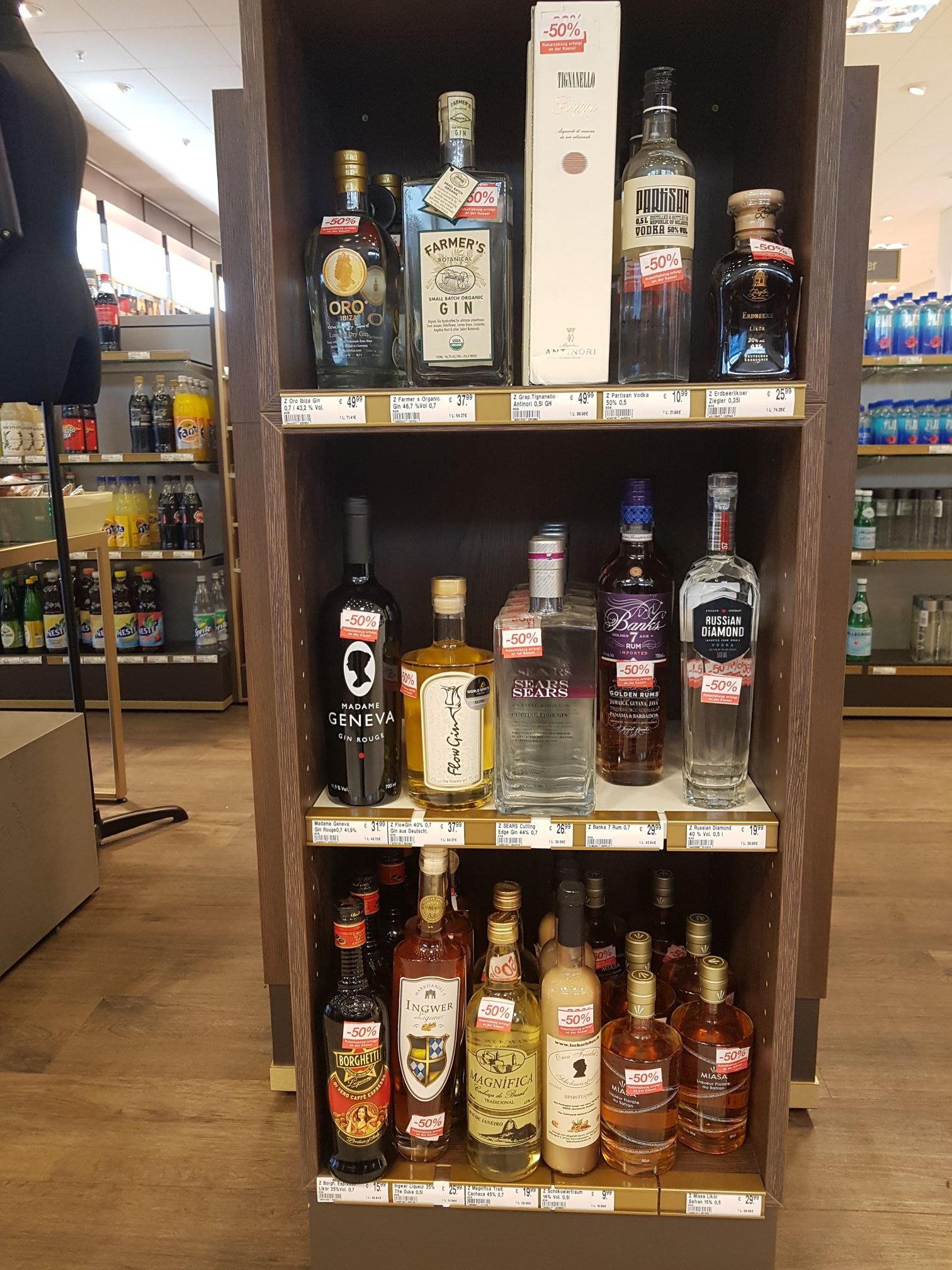 (Lokal Saarbrücken?) Kaufhof verschiedene Sorten Gin, Rum und Vodka im Sale