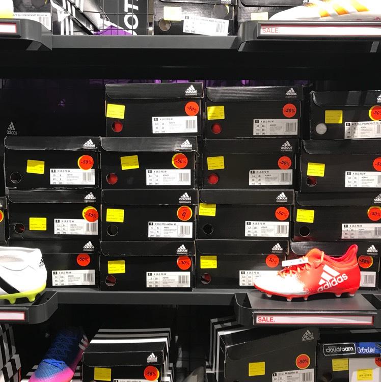 [lokal Hzo] Adidas Fußballschuhe 50%