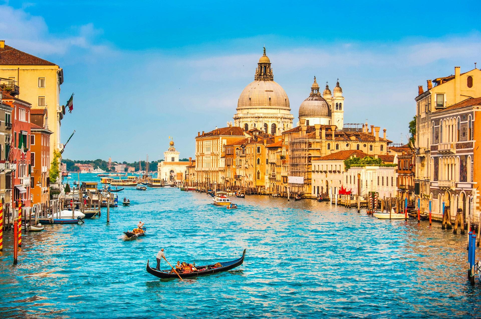 Hin- und Rückflug von Frankfurt Hahn nach Venedig für 10€