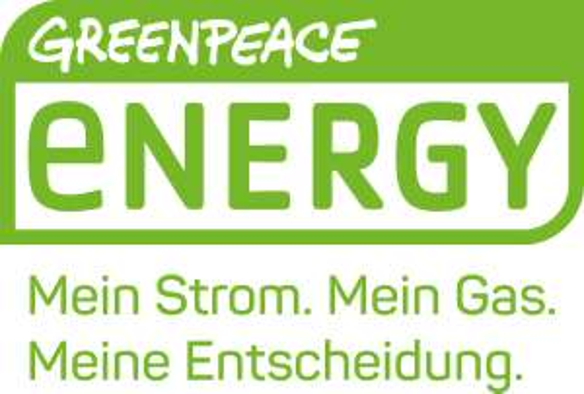 Greenpeace Energy Kunden mit Elektroauto Werbung Autoaufkleber
