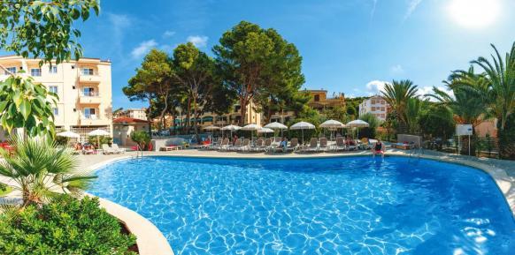 Frühbucher: 13 Tage Cala Ratjada für 2 im 2* Hotel inkl. HP, Flug und Rail&Fly ab 293€