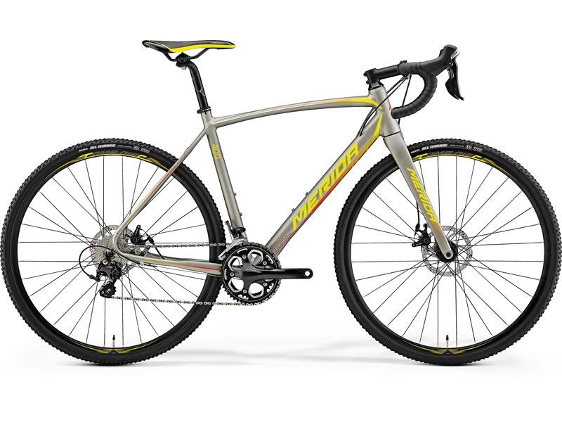 Schnelles Fahrrad für fast überall. Gute Ausstattung mit Vollcarbon Gabel