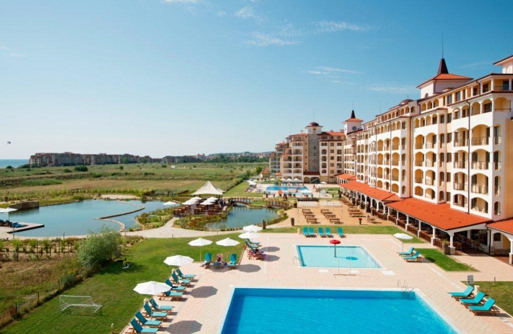 Eine Woche Bulgarien im 4* Hotel mit All In, Flug, Rail&Fly und Transfer ab 254€ p.P.