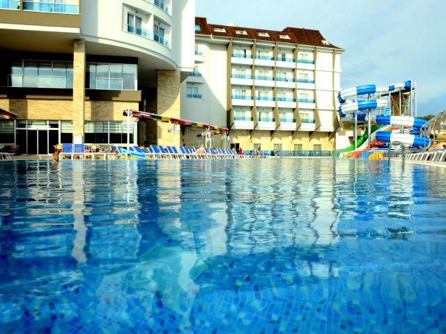 Türkei Side 1 Woche All Inklusive 5 Sterne Hotel mit Flügen ab DUS + Zug zum Flug für nur 173 Euro pro Person