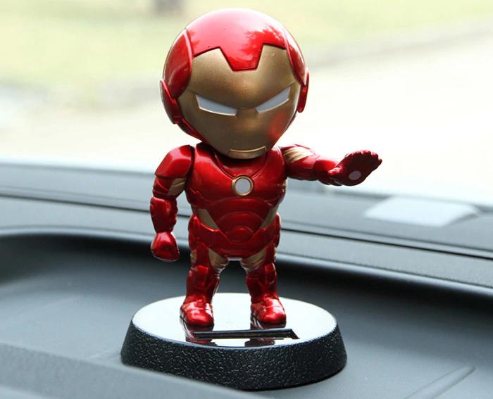 Iron Man Solar-Wackelkopf als Deko und Bereicherung für euer Auto, euren Schreibtisch und euer Gästeklo