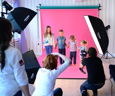 90min Familien-Fotoshooting (bis zu 6 Personen) + 3 Bilder als Datei / Ausdruck + 1 x Make-Up