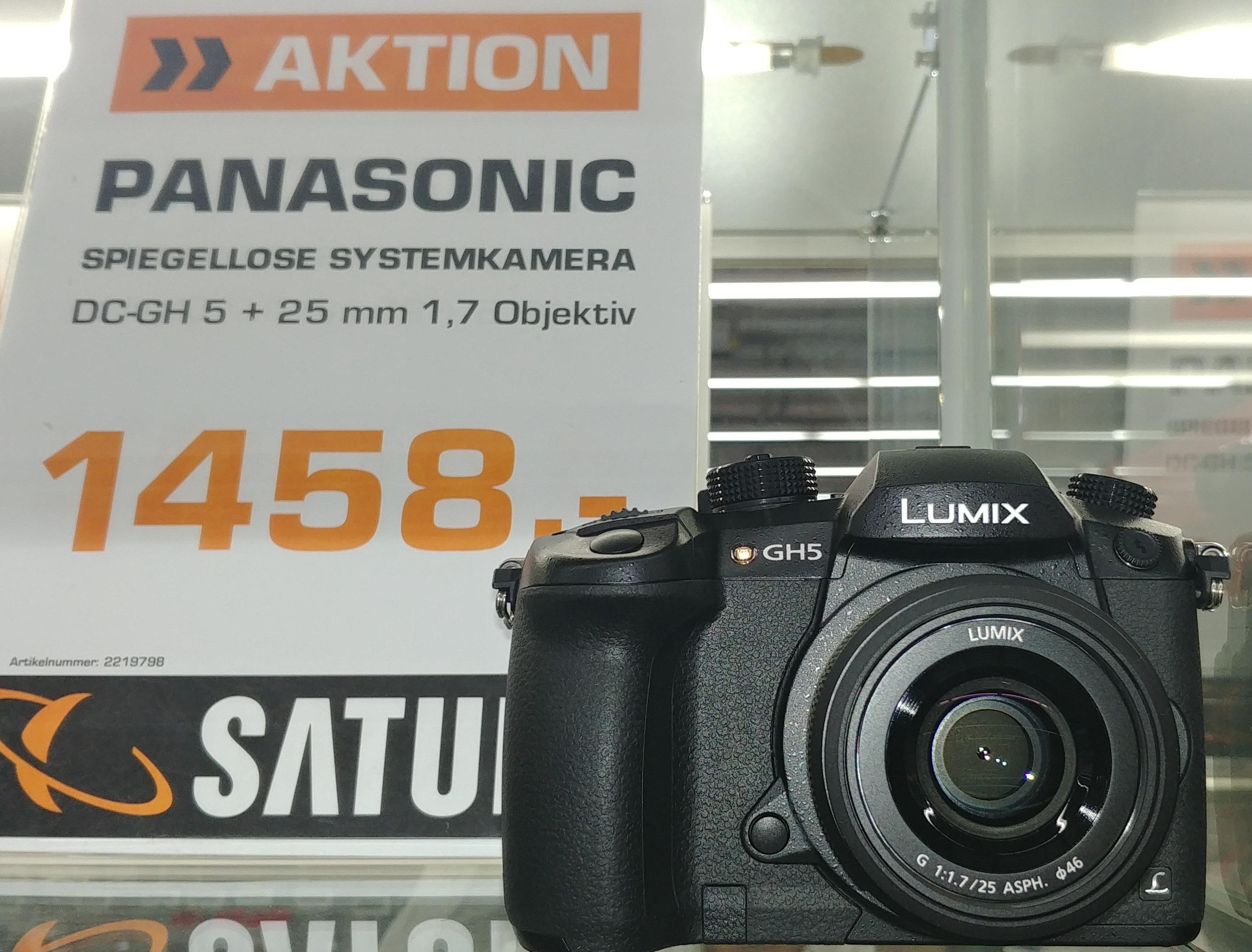 Panasonic Lumix DC-GH5 mit Panasonic 25mm 1.7 lokal im Saturn Stuttgart