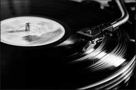 diverse Vinyl für 12,99€ inkl. Versand (u.a. The Cure, R.E.M., Kill Bill Vol.1) @Saturn