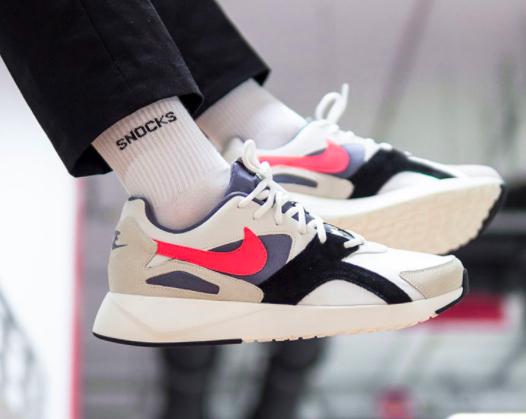 """Nike Pantheos in der Farbe """"summit white/hot punch"""" im Sale bei Volution Sports & Zalando"""