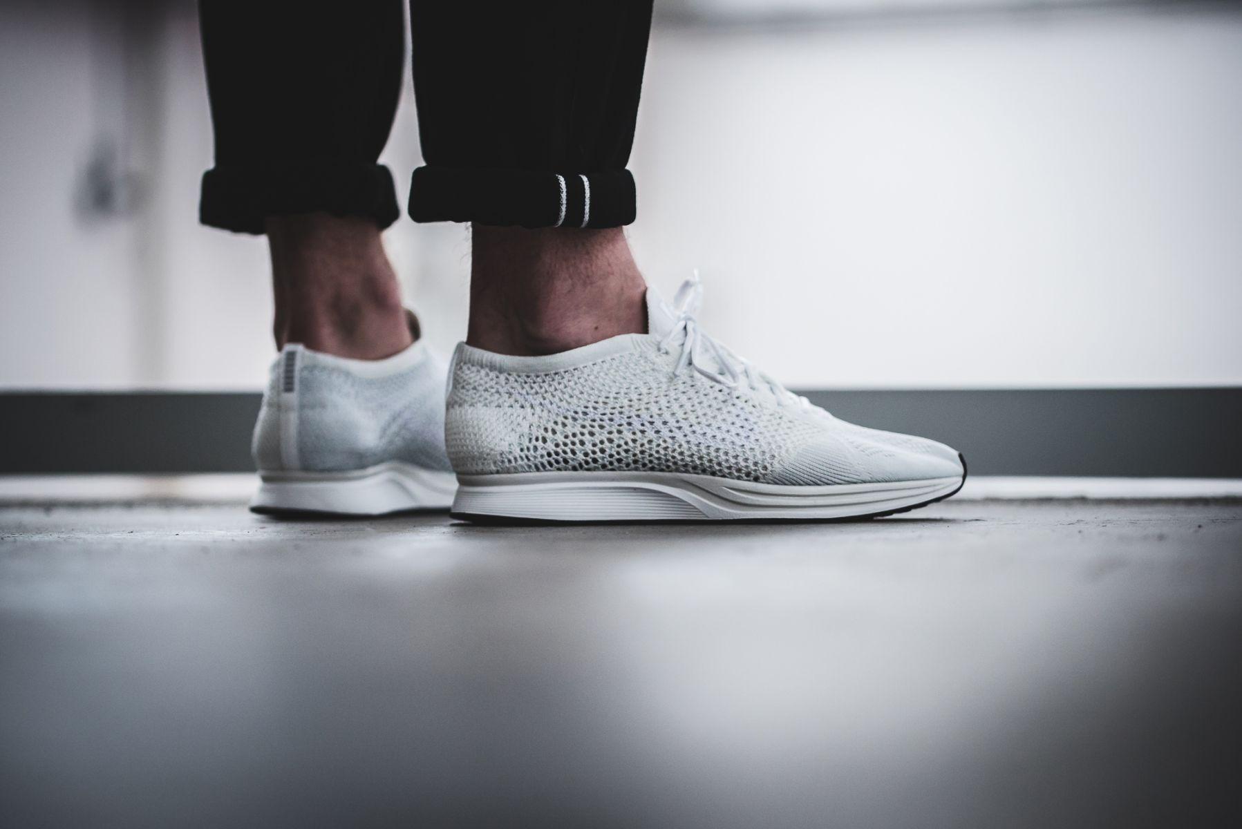 Nike Running Flyknit Racer in weiß für 79,92€ in den Größen 40 - 47,5 [Sidestep] [+4% Shoop]