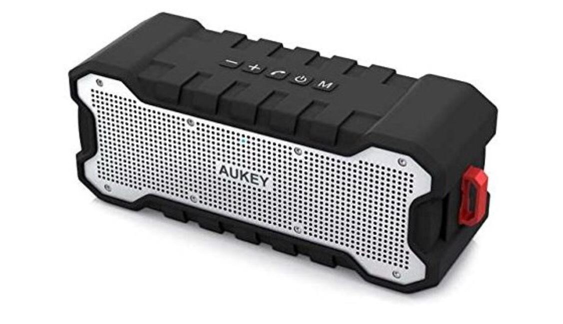 Outdoor Bluetooth Lautsprecher mit 24 Stunden Spielzeit