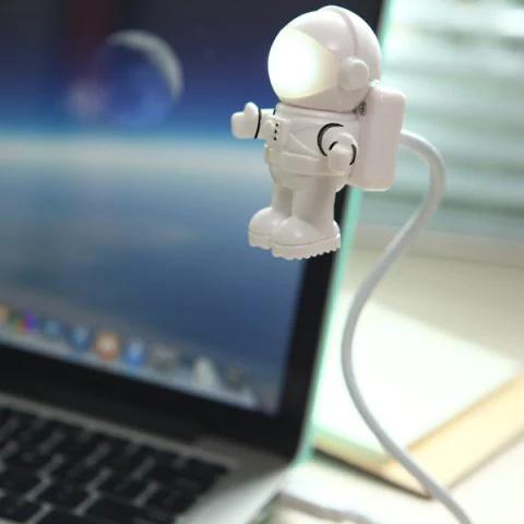 @Rosegal: USB-GeakStuff - Astronauten LED-Leuchte für Laptop - Tipp: Bestückt ein doppel-Handyladegerät am Nachttisch damit