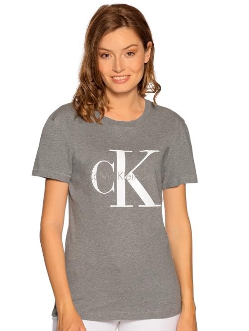 """Halber Preis + gratis Versand + 10% bei Dress-for-less, z.B. Calvin T-Shirts für 22€, Tommy Hilfiger Hoodies für 40€, Hauptstadt Koffer """"Alex"""" für 44€"""