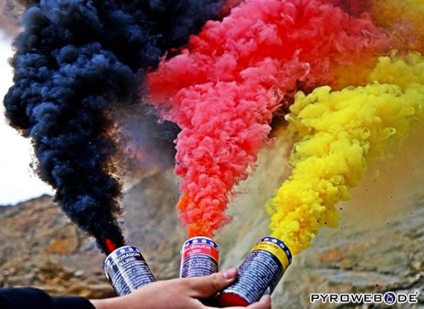 WM2018: Pyrotechnik in Schwarz-Rot-Gold 50% reduziert + Gratis Pyro-Paket