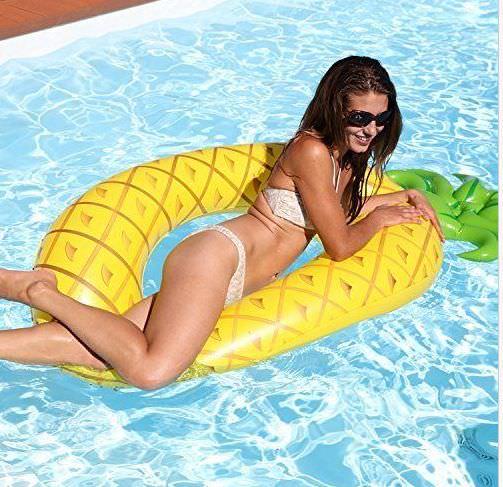 Schwimmring aufblasbare Ananas XXL 168x88x28cm für 4,99€ bei Zimmermann