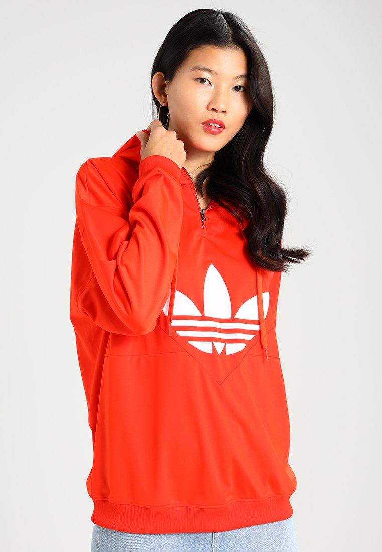 adidas Damen Hoodie Bold Orange für 23,95€ und Oversized Sweater Black für 31,95€