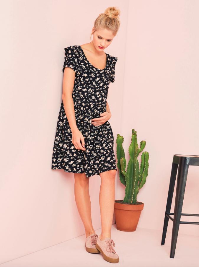 Kleid für die Schwangerschaft und Stillzeit in schwarz oder rot - inkl. VSK