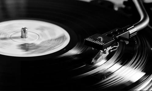 diverse Vinyl inkl. Versand im Angebot bei Saturn (u.a. The Jam, Public Enemy, R.E.M., Sinatra)