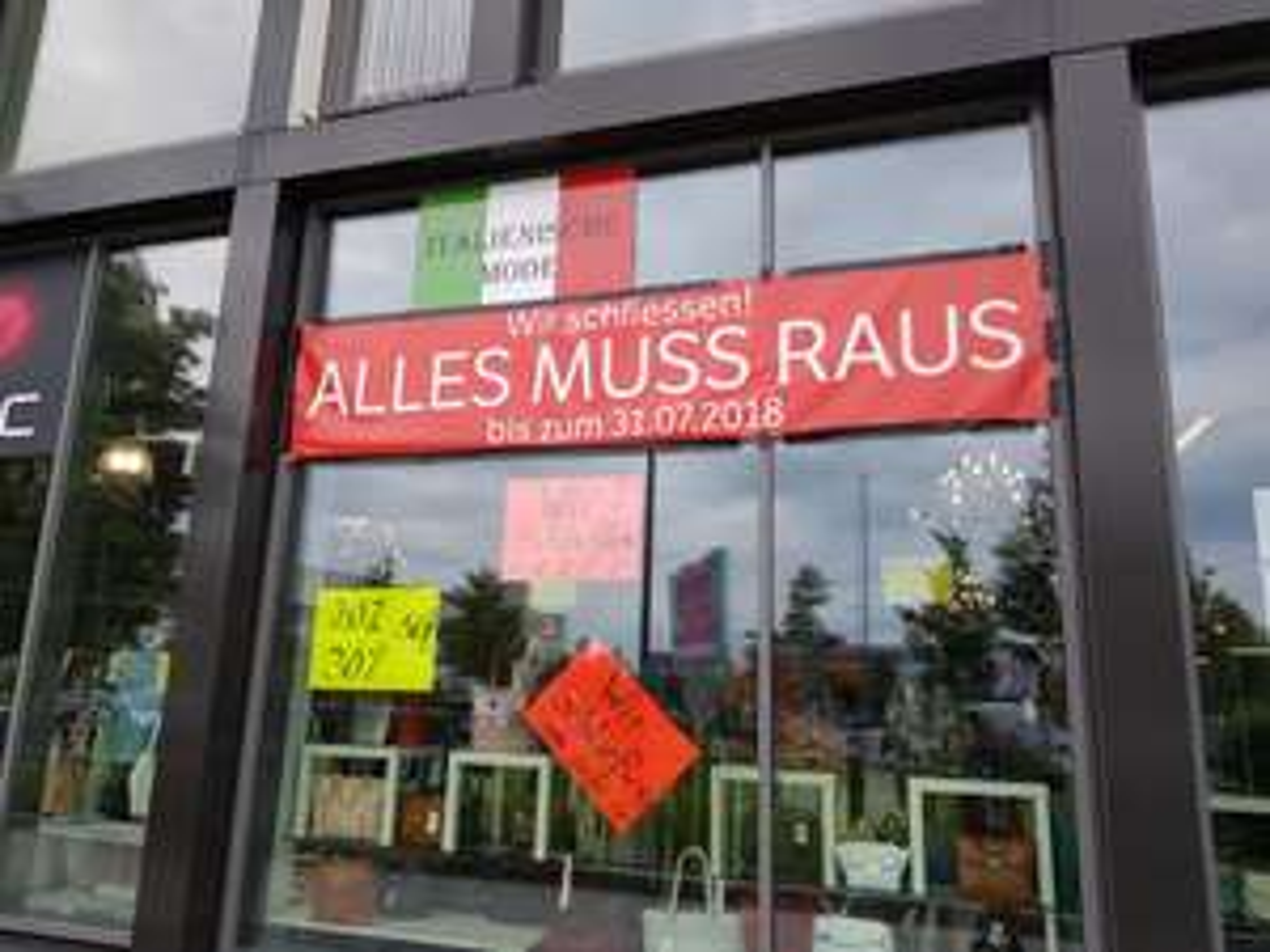 Lokal München [Schließung] Bis zu 70% auf italienische Mode